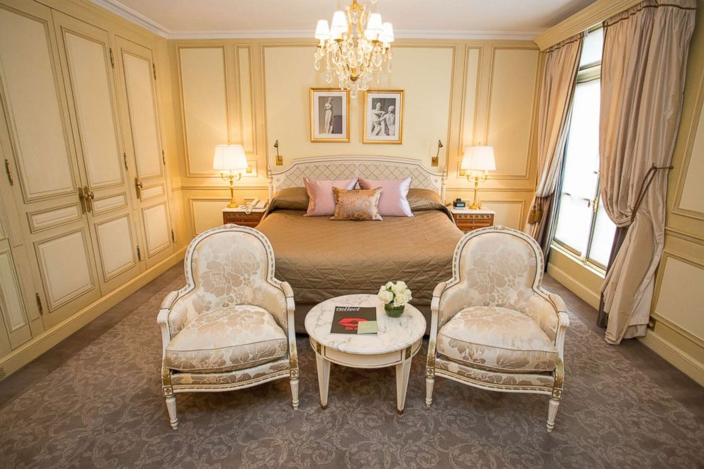 PHOTO: The Executive Room at Le Meurice in Paris