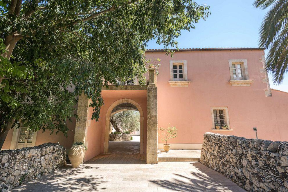 PHOTO: Entrance of Masseria degli Ulivi in Noto.