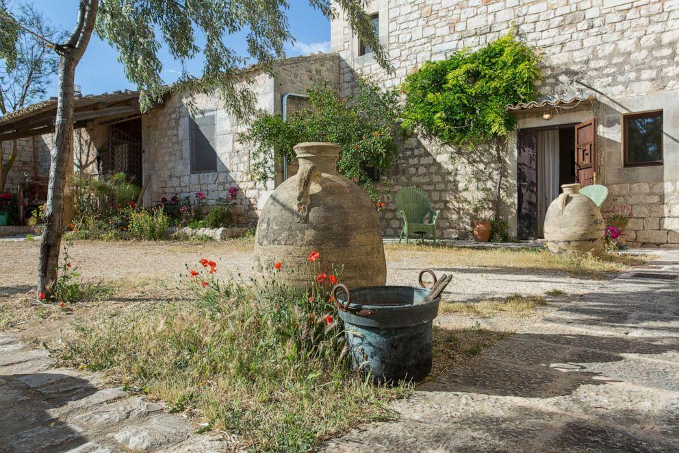 PHOTO: Courtyard of Villa Quartarella in Modica.