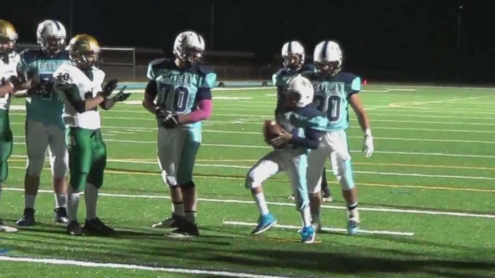 High Schooler Scores First Touchdown With Entire Community S Help