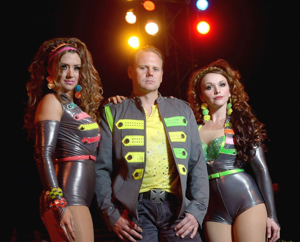 PHOTO:Nik Wallenda (C) poses for a photograph with his sister Lijana Wallenda (L) and his wife Erendira Wallenda (R) at Circus Sarasota, Feb. 15, 2013, in Sarasota, Fla.