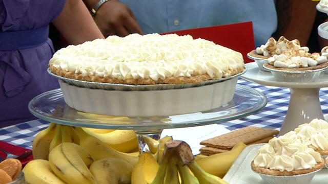 "PHOTO:Elizabeth Karmel whips up a banana cream pie for ""Good Morning America."""