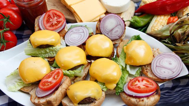 "PHOTO:Rocco DiSpirito prepares his cheeseburgers on ""Good Morning America,"" July 18, 2011."