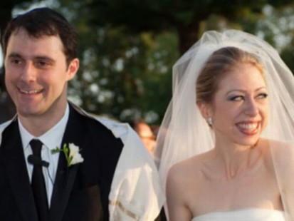 VIDEO: Chelsea Clinton and Mark Mezvinsky tie the knot along the Hudson River.