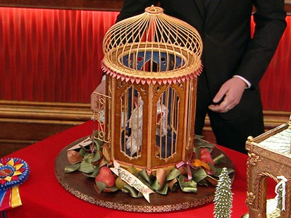 """VIDEO: Chef Denny Trantham gives """"GMA"""" a tour of some of the best gingerbread houses."""
