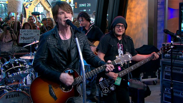 goo goo dolls come to me live performance in nyc 39 s times square on 39 good morning america. Black Bedroom Furniture Sets. Home Design Ideas