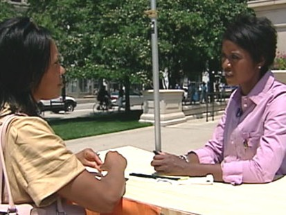 VIDEO: Mellody Hobson sets up shop on the streets of Chicago to give financial advice.
