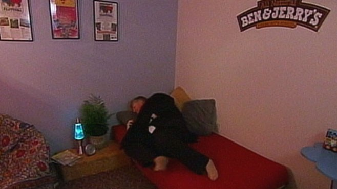 VIDEO: Some companies allow workers to take power naps to boost energy, productivity.