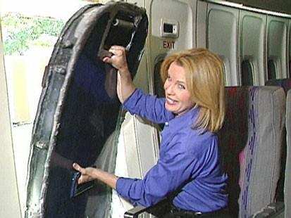 VIDEO: Elizabeth Leamy opening an airplane emergency exit.