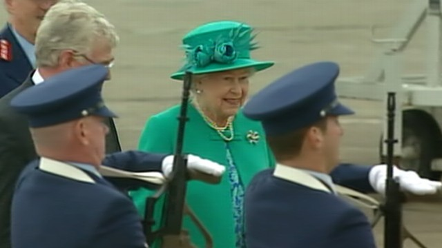 VIDEO: Dublin police diffuse bomb just hours before Queen Elizabeths arrival.