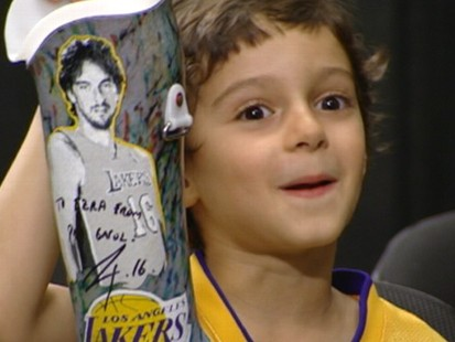VIDEO: The 4-year-old with prosthetic limbs meets his basketball hero Pau Gasol.