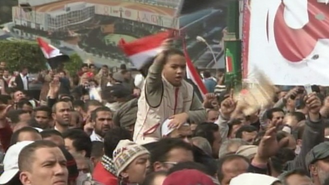 VIDEO: As pressure mounts for Mubarak to step down, all of Egypt feels the effects.