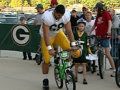 VIDEO: Greenbay Packers ride fans bikes