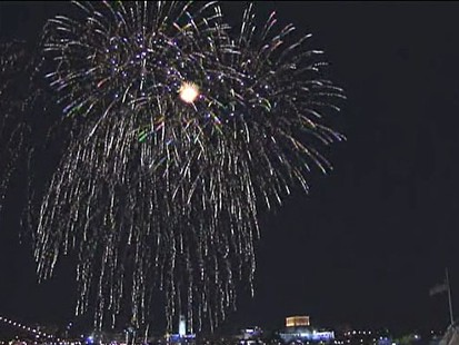 VIDEO: Philadelphia locals light up with sky over the Delaware River.