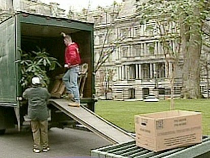 VIDEO: Movers unloading a truck.
