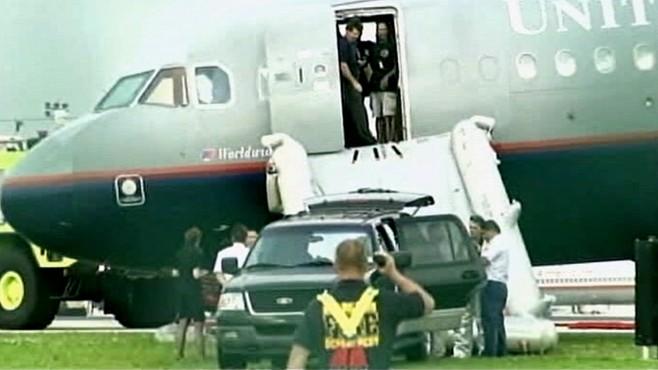 VIDEO: Smoke on an airbus jet compels pilots to make an emergency landing.