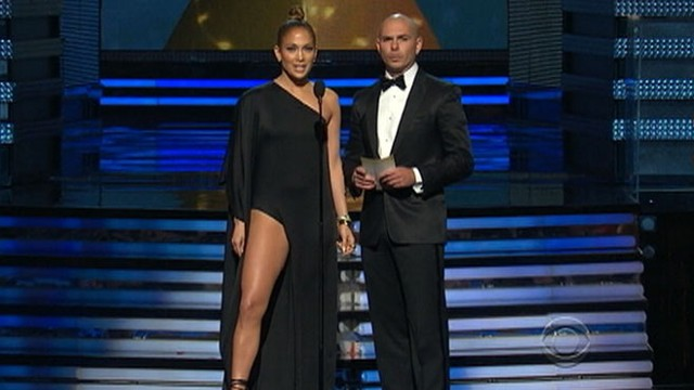 VIDEO: Jennifer Lopez jokes about wardrobe memo while presenting at awards show.