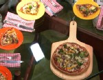 PHOTO:Dr. Oz prepares a whole wheat pizza for Good Morning America.