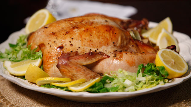 PHOTO:Dr. Maya Angelou cooks up a delicious roasted chicken for 'Good Morning America.'