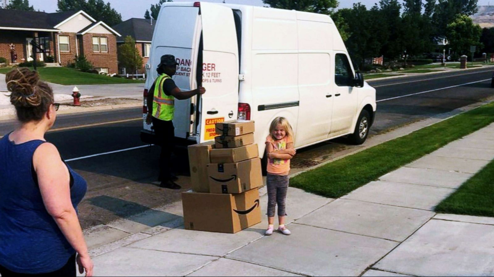 Girl sneaks $350 toy order on Amazon, mom has her donate