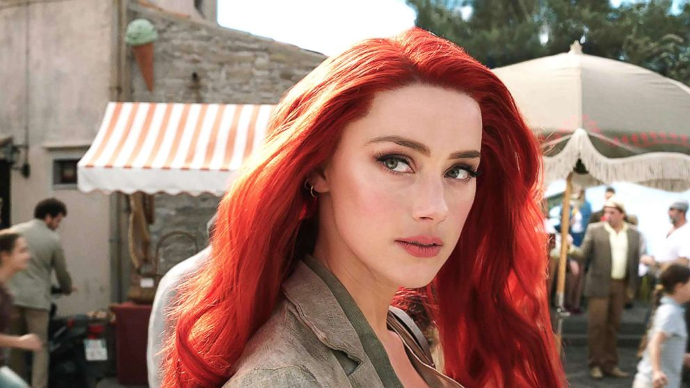 'Aquaman' star Amber Heard had a 'green screen' bag to hide books between stunt takes