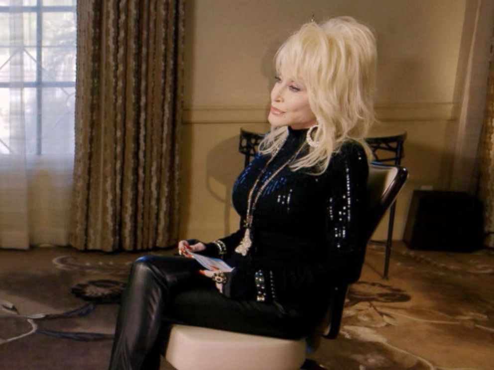 PHOTO: Jennifer Aniston interviews Dolly Parton for Good Morning America.