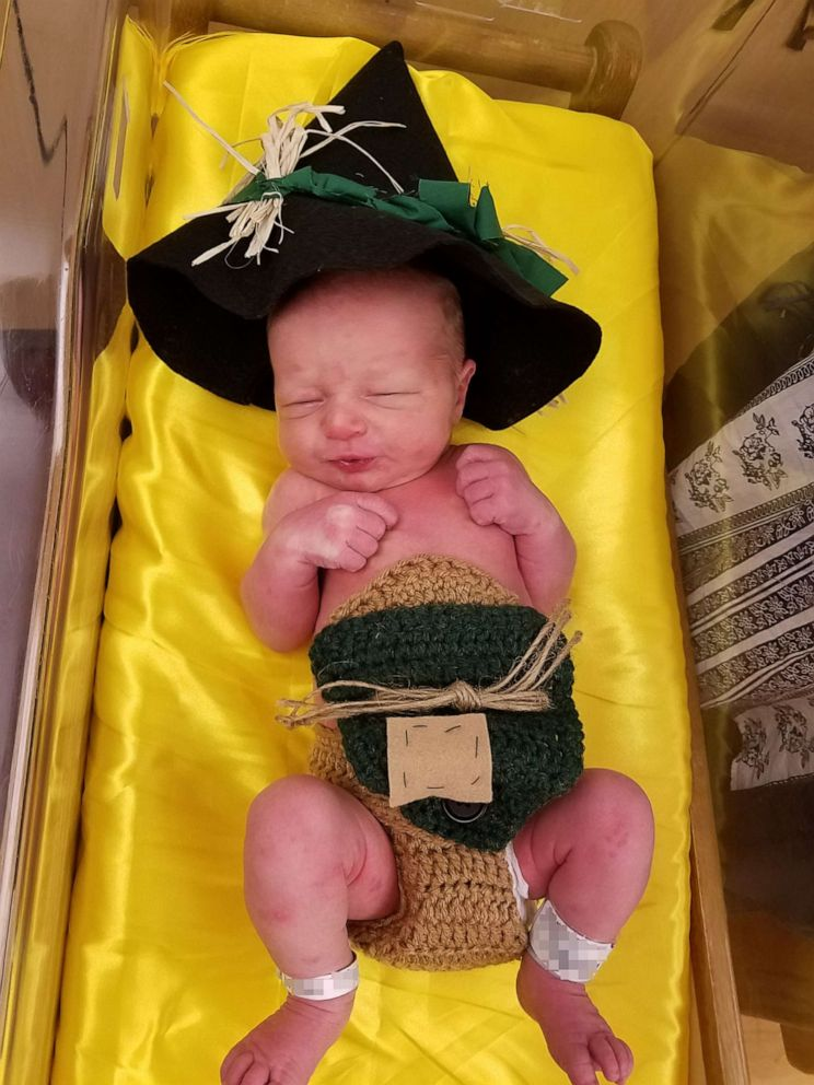 PHOTO: Newborns dress up as Wizard of Oz characters in honor of films 80th anniversary