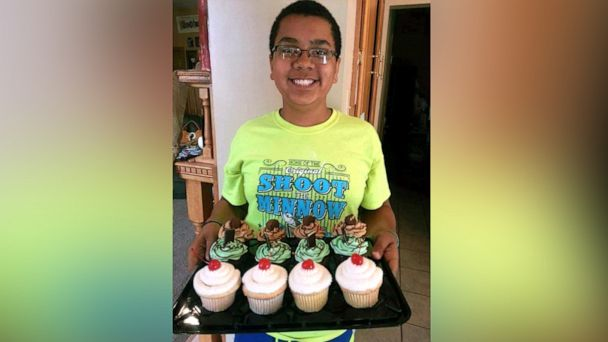 14-year-old sells $5K worth of cupcakes to bring his entire family to Disney World