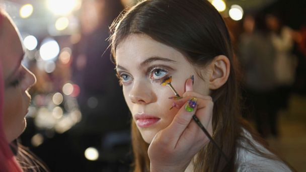 A model gets a last touch of make-up backstage before the Longchamp Fall  e1794b8069