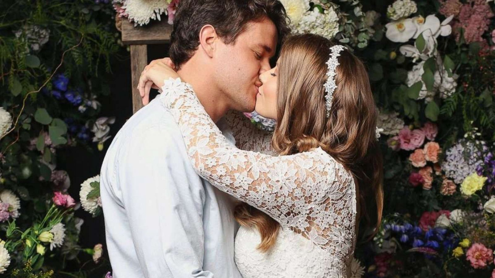 Bindi Irwin Marries Chandler Powell In Small Ceremony At The