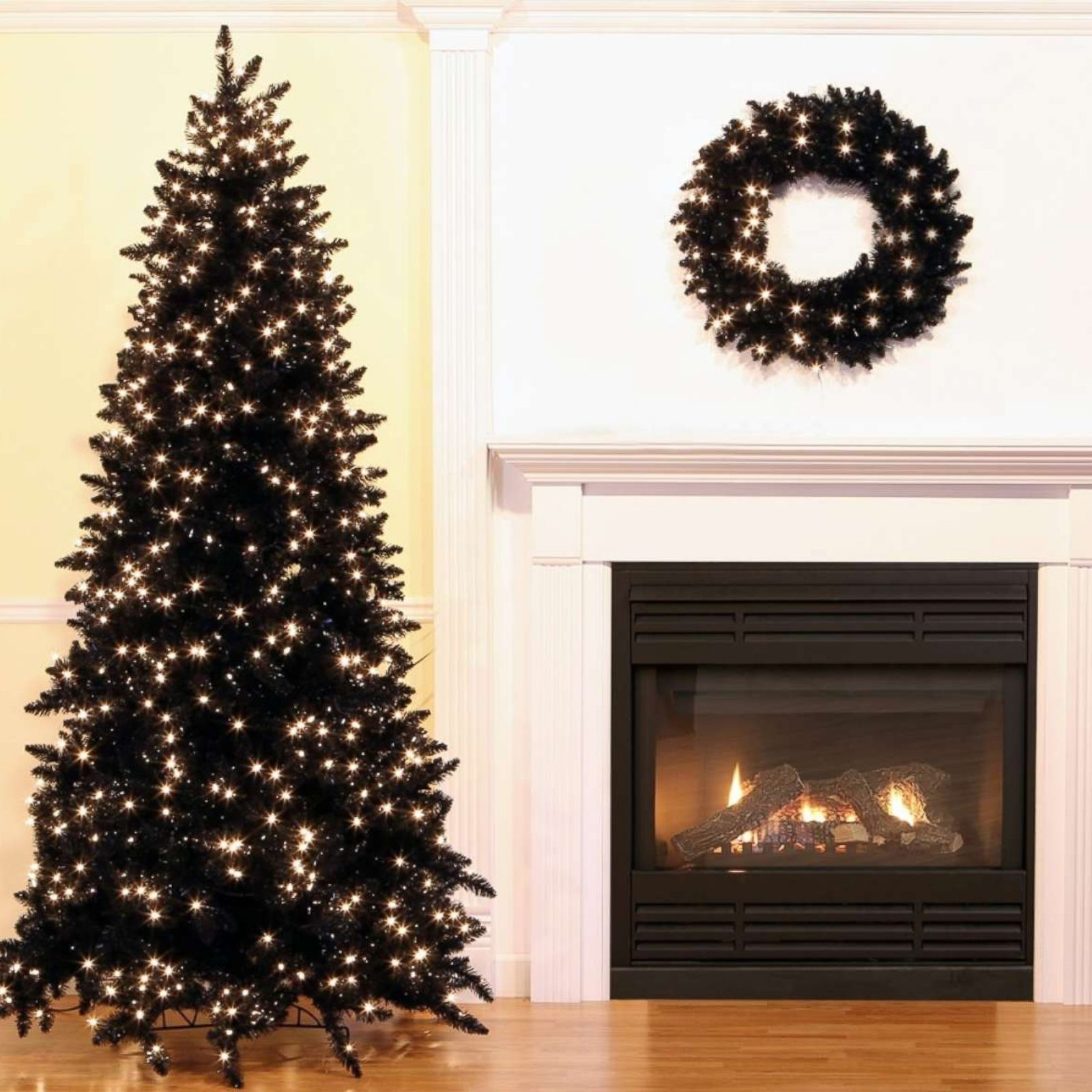 Image Christmas Tree.Black Christmas Trees Are A Hot Holiday Decorating Trend