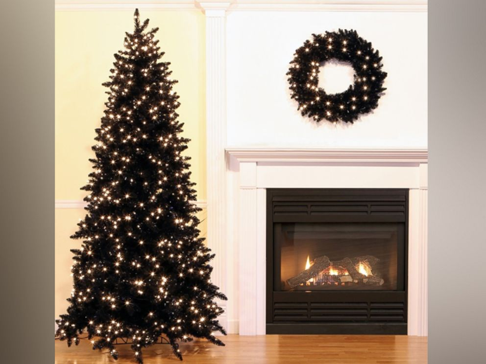 Pictures Of Christmas Trees.Black Christmas Trees Are A Hot Holiday Decorating Trend