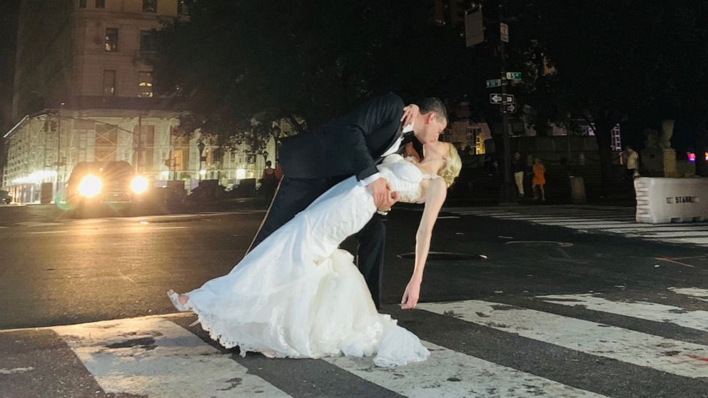 raig Silverstein and Amy Rosenthal got married in New York City even though the power went out on July 13, 2019