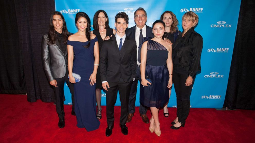 How the 'Descendants 3' cast became an 'extended family' | GMA