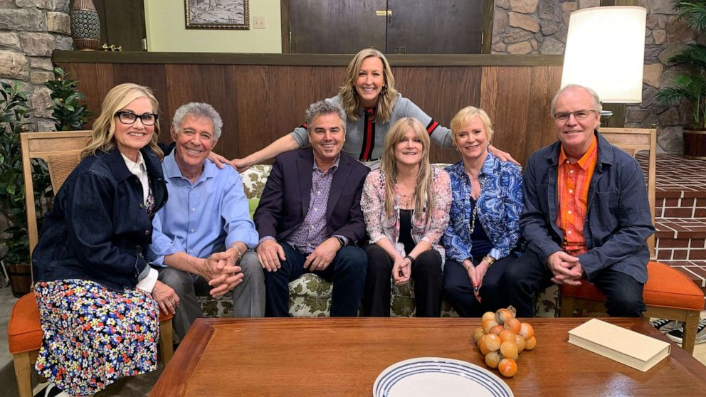 Inside the newly-renovated 'Brady Bunch' house, made to ...