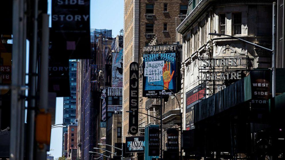 Театры Бродвея из-за пандемии закрыли до конца года