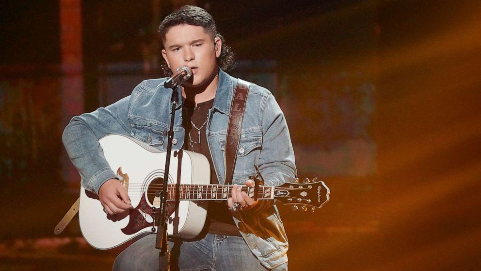 PHOTO: Caleb Kennedy sings on American Idol.