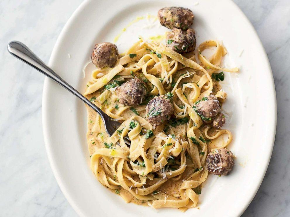 PHOTO: Jamie Olivers easy sausage carbonara from his new cookbook 5 Ingredients Quick & Easy Food.