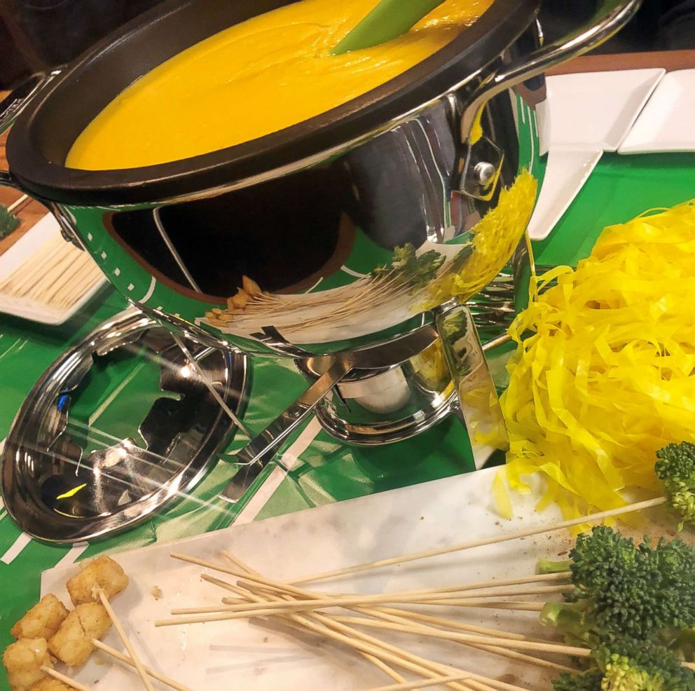PHOTO: Cheddar cheese fondue from chef Gina Neely.