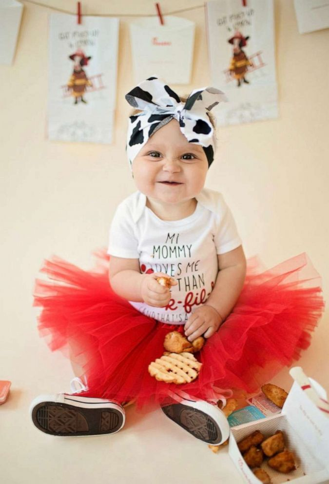 PHOTO: Kate Byrne had her daughter, Brinley, star in a Chick-fil-A-themed photo shoot to celebrate her first birthday.