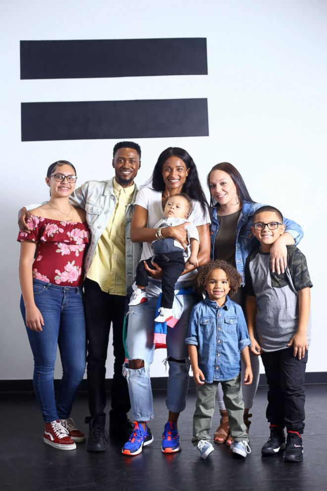PHOTO: Kenny Thomas, 34, and his wife, Josilyne seen with Ciara and their children, Aliyana, 14, Kaleb, 9, Javion, 4, and Kristian, 1 ear, on Aug. 2.