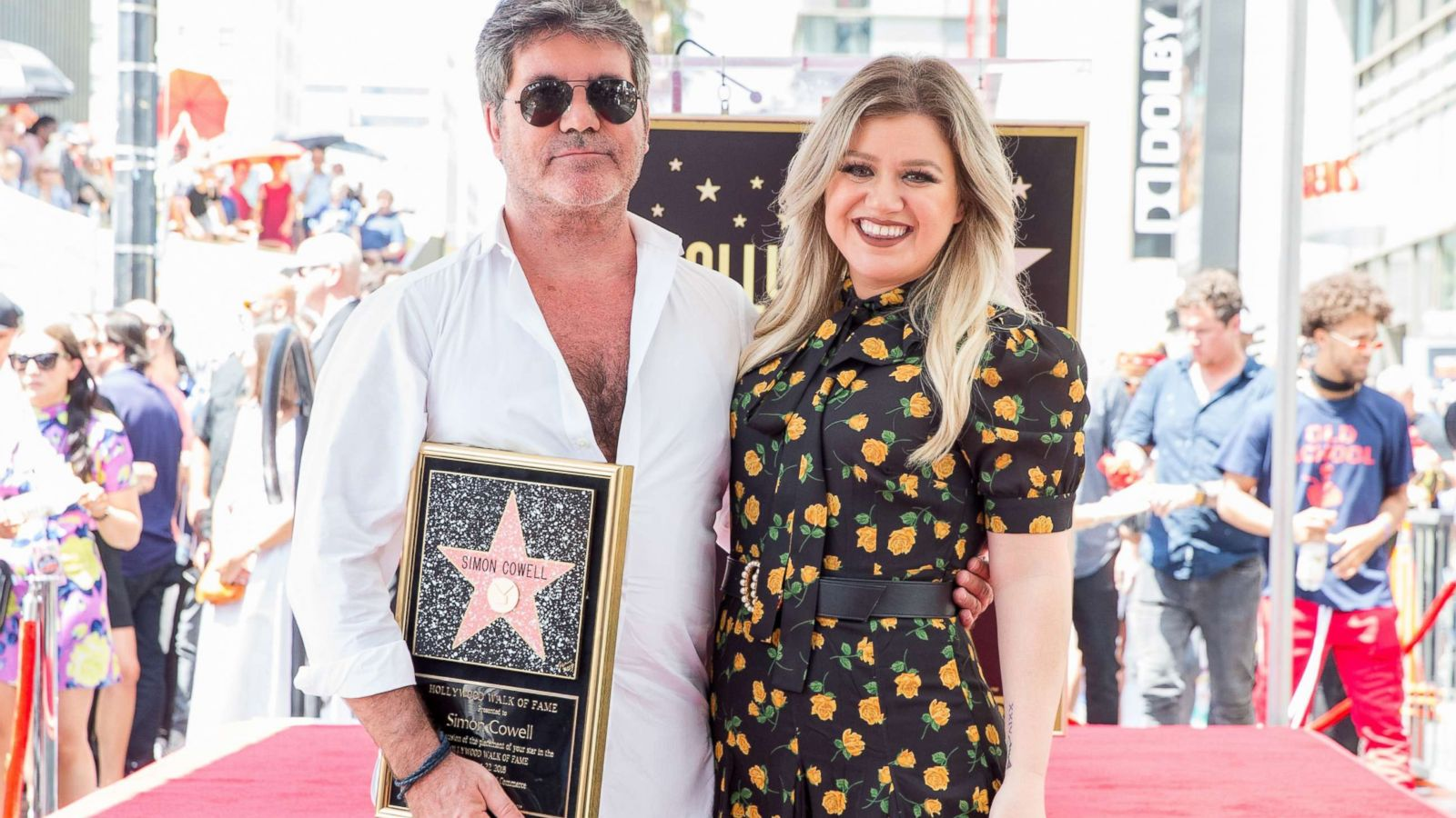 Kelly Clarkson gives heartfelt thanks to Simon Cowell as he gets ...