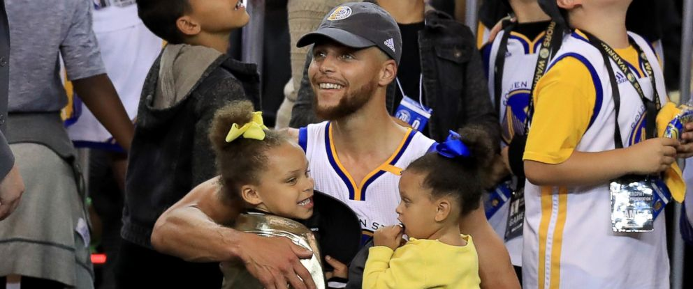 1f10b40ba52c PHOTO  Stephen Curry of the Golden State Warriors celebrates holding his  daughters Riley and Ryan