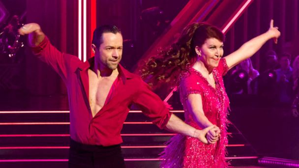 'Dancing With the Stars' recap: Another shocking elimination as Kate Flannery goes home