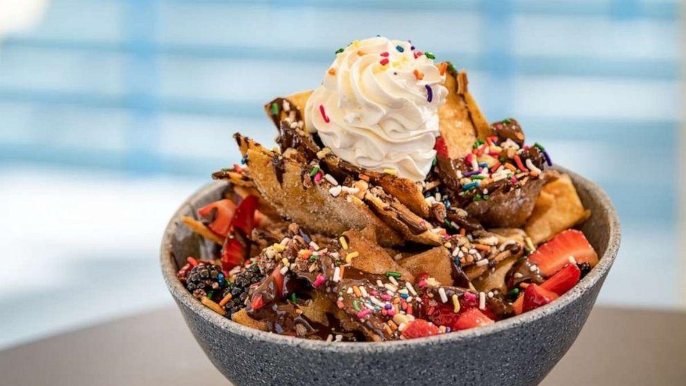 PHOTO: Dessert nachos have come to Disneylands Sand Bar Lounge.