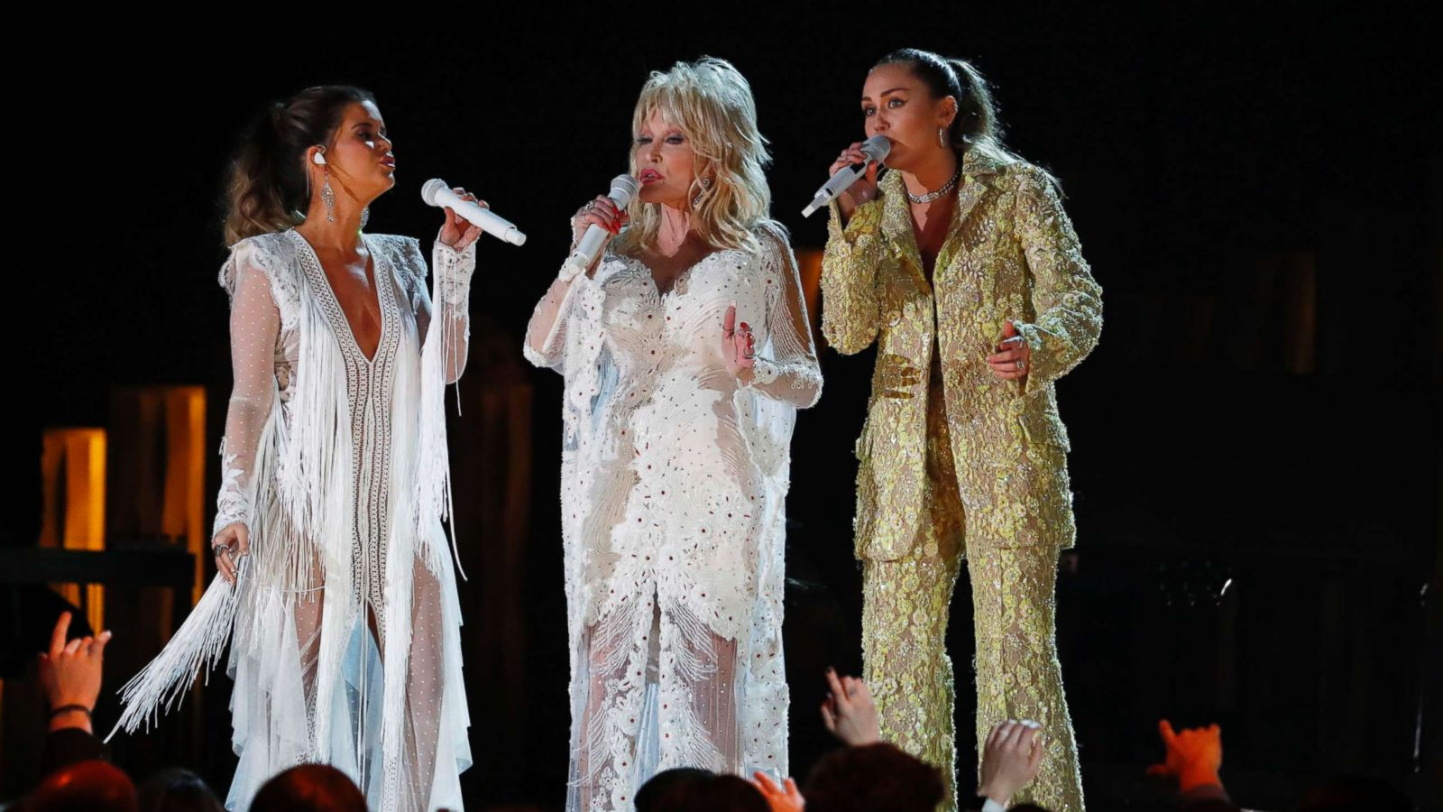 Dolly Parton Star Studded Tribute Performance Lights Up 2019 Grammy Stage Abc News