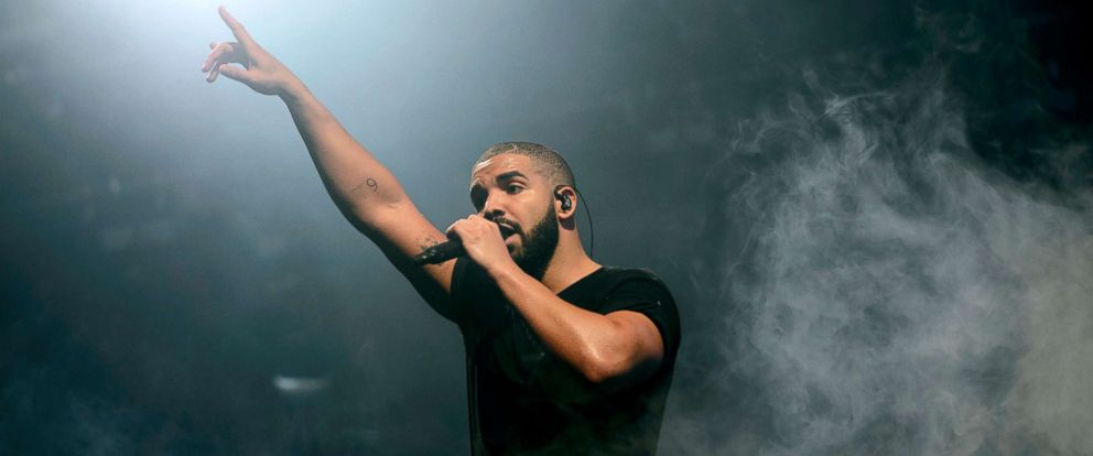 PHOTO: Drake performs on the main stage at Wireless festival in Finsbury Park, London, June 27, 2015.