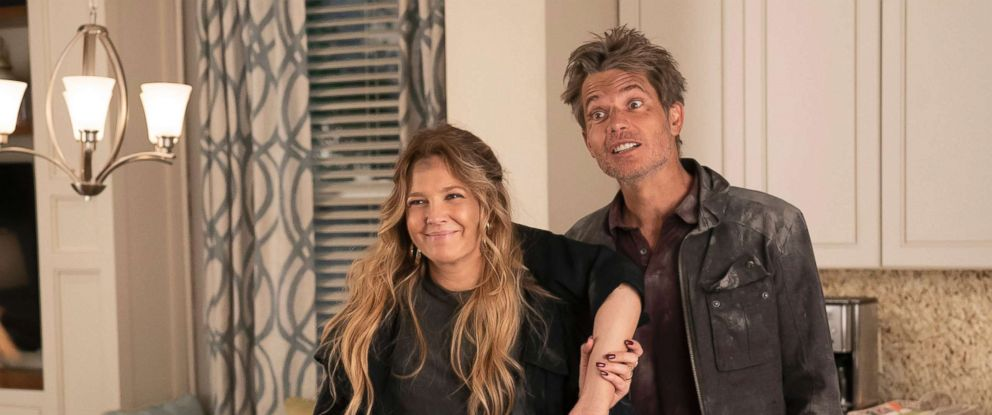 """PHOTO: Drew Barrymore and Timothy Olyphant in a scene from the """"Santa Clarita Diet."""""""