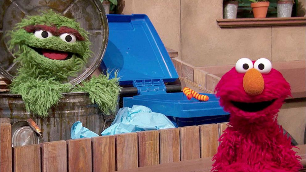 Elmo teaches Cersei and Tyrion from 'Game of Thrones' about respecting one another