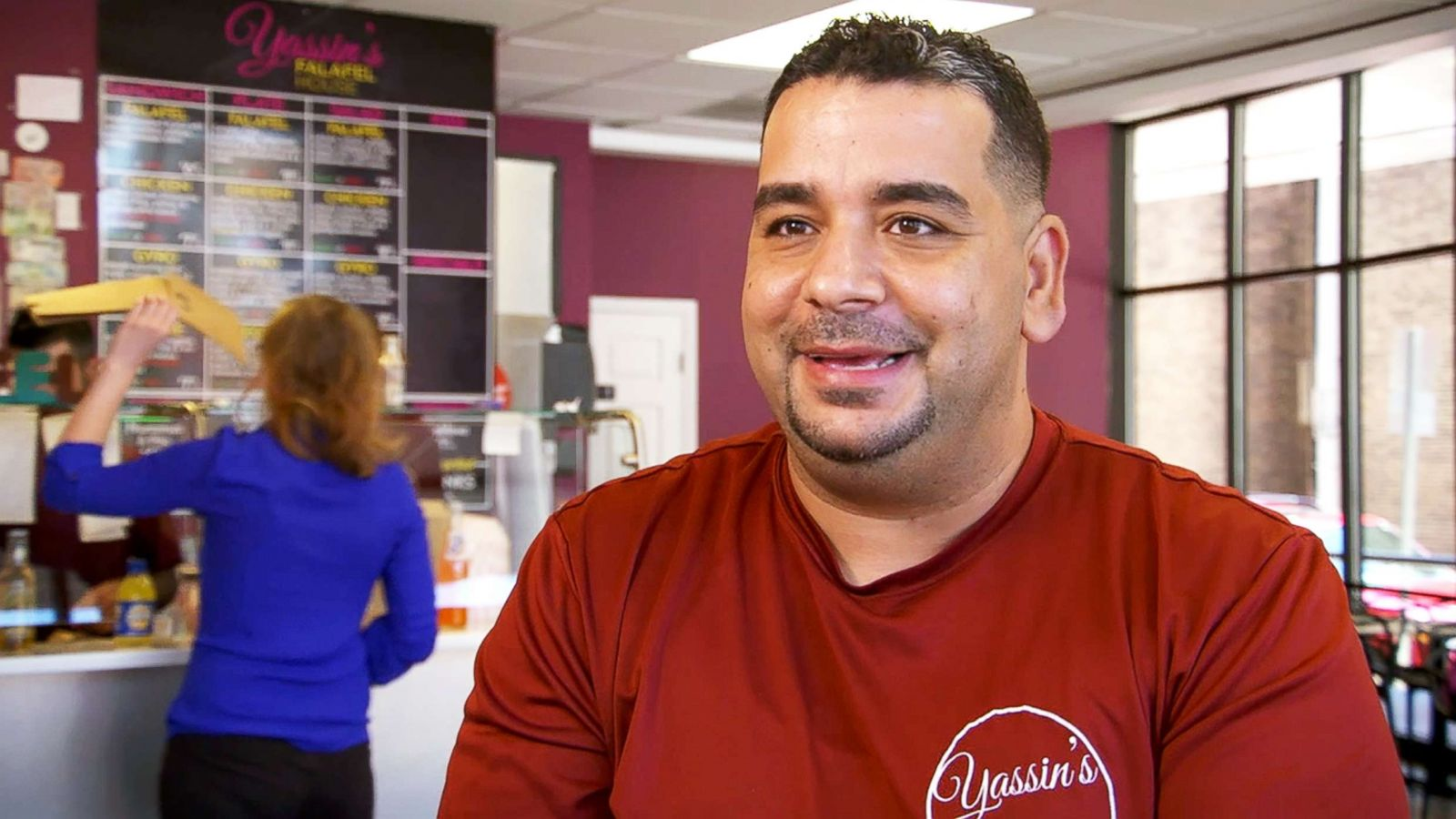 abcnews.go.com - Danielle Genet - Refugee-owned falafel shop serves meals to government employees during shutdown